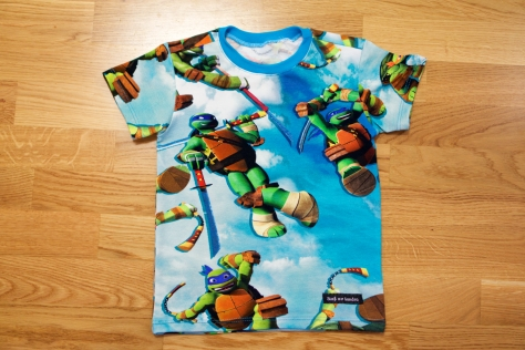 T-shirt i Turtles med turkos mudd.